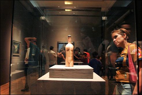 René Magritte op een tentoonstelling in Mexico