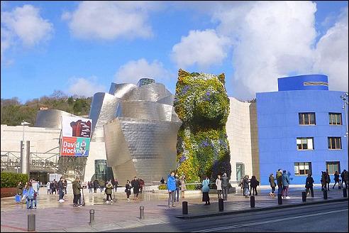 Puppy voor het Guggenheim Museum in Bilbao